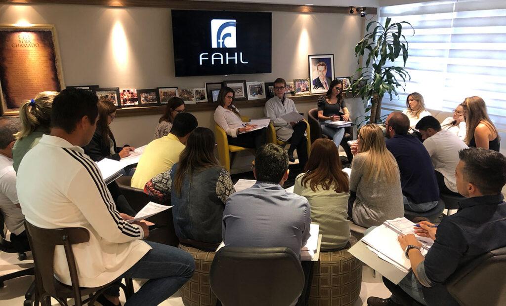 Reunião da equipe da FAHL
